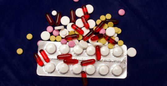 Por que só a medicação pode não funcionar no tratamento de sintomas psicológicos?