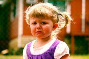 Imagem descrição - Menina chorando
